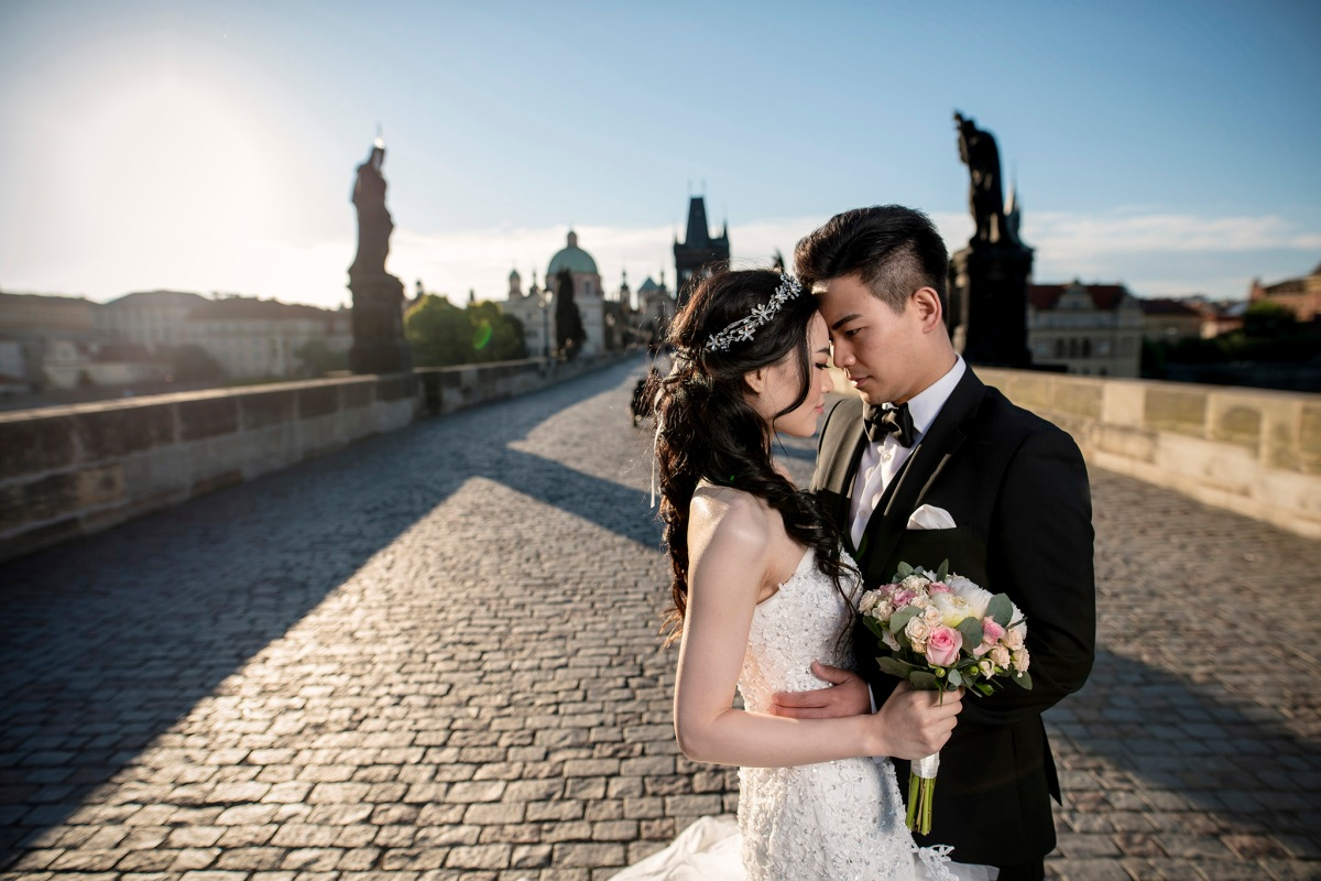 Pre Wedding Gifts: 21 Unique Pre-Wedding Shoot Ideas For Every Kind Of Couple
